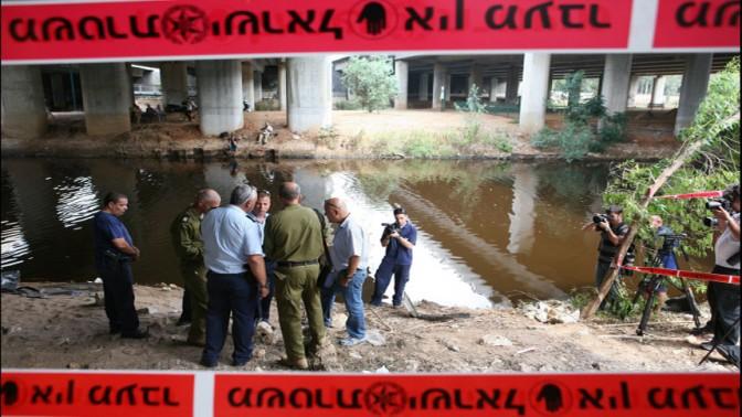 חיפושים אחרי גופתה של רוז פיזם בירקון, 27.8.2008 (צילום: לירון אלמוג)