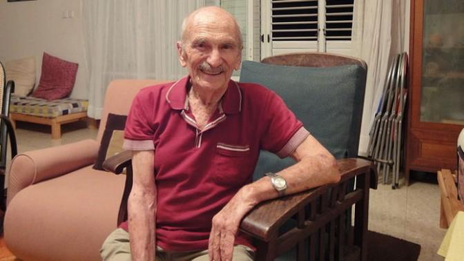 פרופ' עוזי אורנן בביתו, אוקטובר 2010 (צילום: אמיר א. אהרוני, רישיון cc-by-sa-3.0)