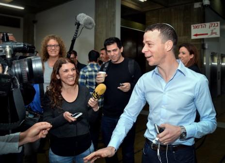 עמית סגל בבית-משפט השלום בתל-אביב, בשולי דיון בתביעת הדיבה. 6.3.16 (צילום: פלאש 90)