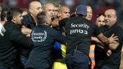 שחקני מכבי תל-אביב ובני סכנין מתכתשים לאחר משחק באיצטדיון דוחא, 25.4.16 (צילום: רועי אלומה)