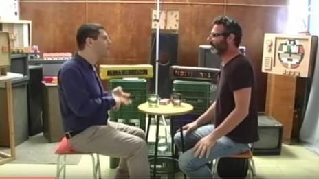"""ניר גונטז' מראיין את מתן חודורוב בתוכנית """"סוגרים שבוע"""" ב-halalit.tv (צילום מסך)"""