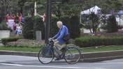 ביל קנינגהאם על אופניו בניו-יורק, אוגוסט 2011 (צילום: nellies, רישיון cc-by-2.0)