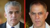 """מו""""ל """"ידיעות אחרונות"""" ארנון (נוני) מוזס (מימין) והפוליטיקאי יאיר לפיד (צילומים: רוני שיצר ויונתן זינדל)"""