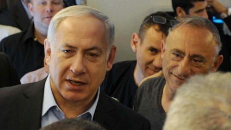"""שמעון שיפר ובנימין נתניהו, 26.9.2011 (צילום: אבי אוחיון, לע""""מ)"""