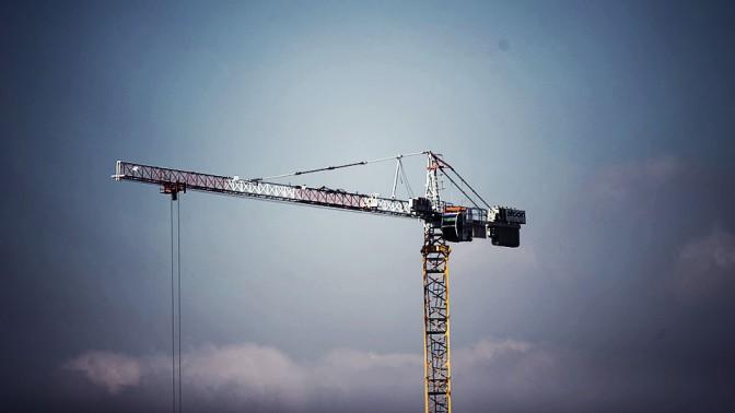 עגורן באתר בנייה (צילום: פלאש 90)