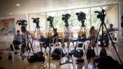 עיתונאים ומצלמות בבית החולים שיבא, מקום אשפוזו של שמעון פרס, 15.9.16 (צילום: מרים אלסטר)