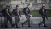 """שוטרי מג""""ב אחרי פיגוע דקירה ליד חומות העיר העתיקה בירושלים, 19.9.16 (צילום: יונתן זינדל)"""