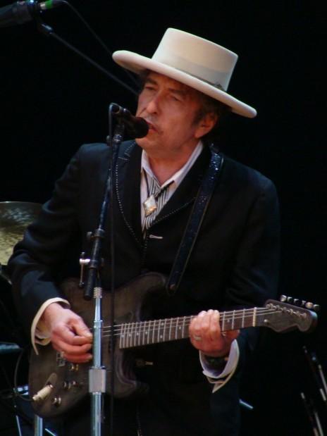 בוב דילן בהופעה בספרד, 2010 (צילום: אלברטו קאביו, רישיון CC-BY-2.0)