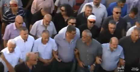 """הפגנה לציון יום השנה לאירועי אוקטובר 2000, צילום מסך מתוך כתבת """"מבט"""""""
