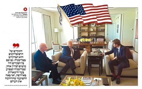 """עמוס רגב ובועז ביסמוט מראיינים את דונלד טראמפ בלאס-וגאס. על השולחן: עותק של ה""""לאס-וגאס ריביו ג'ורנל"""", עיתונו האמריקאי של שלדון אדלסון (מתוך """"ישראל היום"""")"""