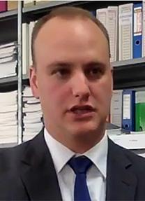 סטיבן אליס, מנהל התקשורת של מכון העיתונות הבינלאומי (צילום מסך)