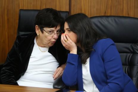 השרה איילת שקד ונשיאת העליון השופטת מרים נאור, מרץ 2016 (צילום: יעקב לדרמן)