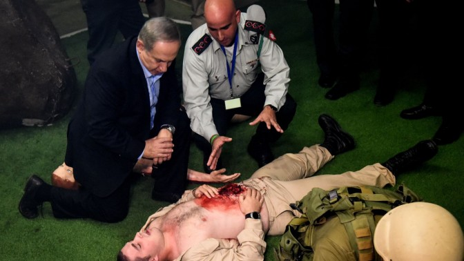 """ראש הממשלה ושר התקשורת, בנימין נתניהו, משתתף בתרגיל צה""""לי. עיר הבה""""דים, 15.11.16 (צילום: חיים הורנשטיין)"""