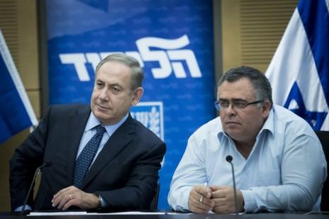 """ח""""כ דוד ביטן עם ראש הממשלה ושר התקשורת, בנימין נתניהו. הכנסת, 19.12.16 (צילום: יונתן זינדל)"""