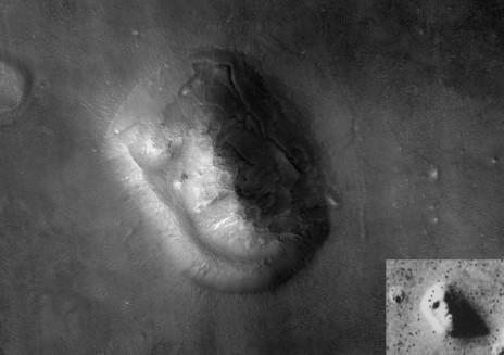 """""""הפנים של מאדים"""". התצלום מ-1976 בקטן, ולידו תצלום חד יותר שצולם שלושים שנה לאחר מכן. לחצו להגדלה (צילום: NASA/JPL/University of Arizona)"""