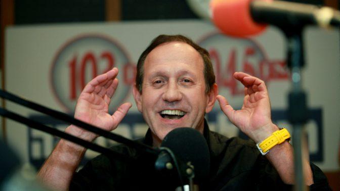 גבי גזית באולפן רדיו ללא הפסקה (103FM), יולי 2010 (צילום: משה שי)