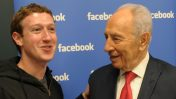 """מייסד פייסבוק, מארק צוקרברג, עם הנשיא שמעון פרס. קליפורניה, 6.3.12 (צילום: משה מילנר, לע""""מ)"""