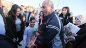 העיתונאי עומר נזאל משתחרר ממעצר מינהלי, כלא עופר, 20.2.17 (צילום: פלאש 90)