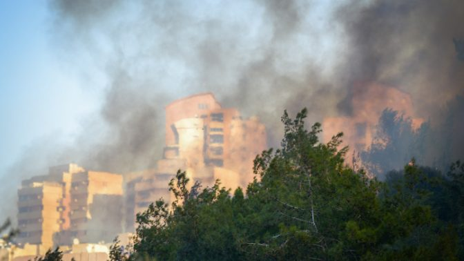 שריפת ענק מגיעה לעיר חיפה, 24.11.16 (צילום: מאיר וקנין)