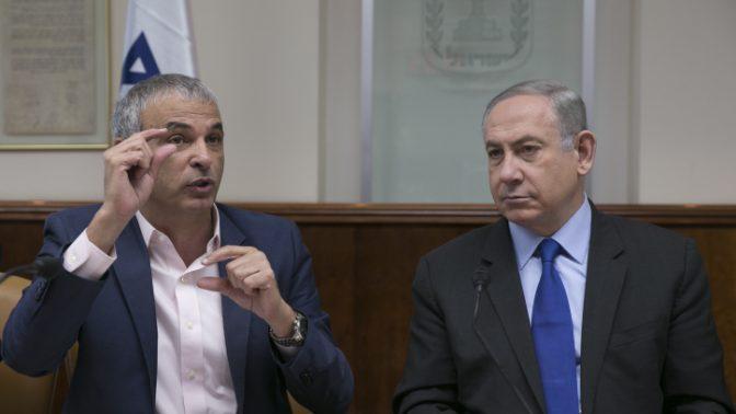 ראש הממשלה בנימין נתניהו ושר האוצר משה כחלון, 19.2.17 (צילום: אוליבייה פיטוסי)