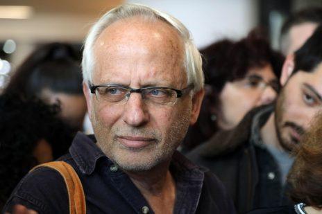 יגאל סרנה בבית-משפט השלום בתל-אביב, בשולי הדיון בתביעה שהגישו נגדו בני הזוג נתניהו. 14.3.17 (צילום: גדעון מרקוביץ)