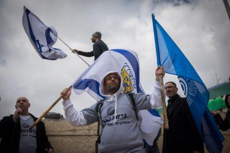 עובדים של רשות השידור מפגינים בקריית הממשלה בירושלים נגד סגירת הרשות. 16.3.17 (צילום: יונתן זינדל)