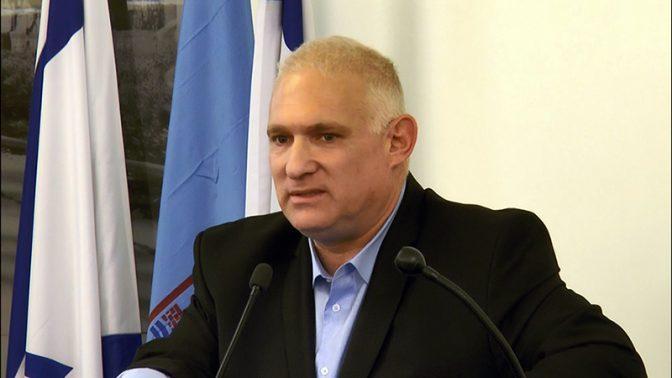 """מנכ""""ל המשרד לאיכות הסביבה ישראל דנציגר נואם בחיפה, 2.2.2016 (צילום: יאיר גיל)"""