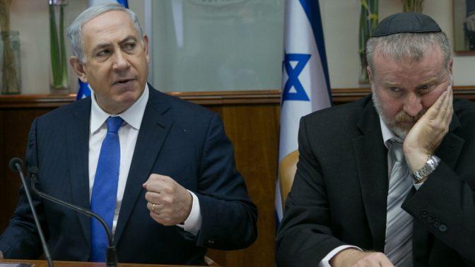 היועץ המשפטי לממשלה אביחי מנדלבליט עם ראש הממשלה בנימין נתניהו (צילום: אוהד צויגנברג)