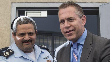 שר המשטרה גלעד ארדן והמפקד הכללי של המשטרה רוני אלשיך (צילום: הדס פרוש)