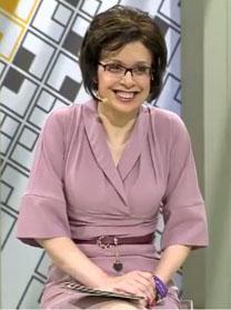 """בקושינסקיה מנחה את התוכנית """"על החיים"""" בערוץ T.V.C (צילום מסך)"""