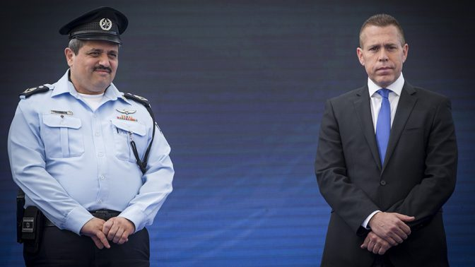 """השר לביטחון פנים גלעד ארדן ומפכ""""ל המשטרה גלעד ארדן (צילום: יונתן זינדל)"""