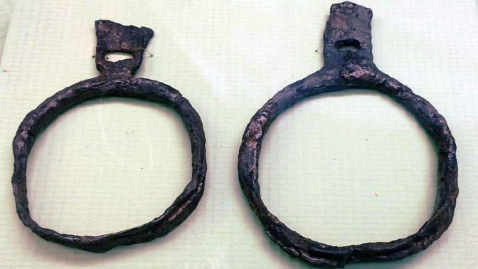 ארכופים מן המאה ה-7 או ה-8 (צילום: Bjoertvedt, רשיון Creative Commons Attribution-Share Alike 4.0 International)