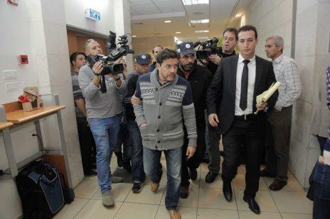 דאוד גודובסקי (במרכז), מנהל אגף הארגון של מפלגת ישראל-ביתנו לשעבר, בבית-משפט השלום בראשון-לציון ביום שבו הותרה לפרסום פרשת השחיתות. 24.12.14 (צילום: פלאש 90)