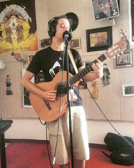 טל לוי באולפן קול-הקמפוס (צילום: קול-הקמפוס)