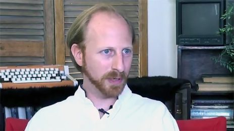 """חגי מטר, מנכ""""ל עמות 972, מתארח בתוכנית """"האישון"""", מגזין הווידיאו של """"העין השביעית"""" בחללית טי.וי (צילום מסך)"""