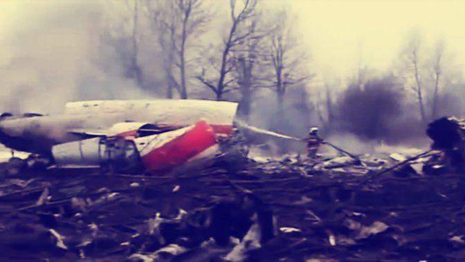 שרידי המטוס שבהתרסקותו נהרג נשיא פולין לך קצ'ינסקי, אפריל 2010 (צילום מסך)