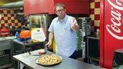 """ח""""כ אורן חזן (הליכוד) בפרסומת לפיצה, צילום מסך מסרטון בדף הפייסבוק שלו"""