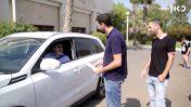 """אליאור עמר (מימין), עורך המקומון """"המקור"""", ותומר אביטל משוחחים עם ראש מועצת באר טוביה דרור שור (צילום מסך)"""