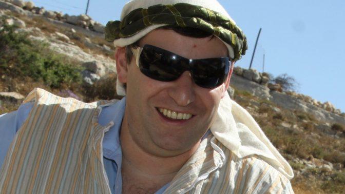 סטס מיסז'ניקוב במהלך ביקור בגוש עציון, בעת שכיהן כשר התיירות. קיץ 2012 (צילום: גרשון אלינסון)