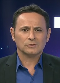 """אמיר בר שלום מגיש את """"שבע אקטואלי"""" (צילום מסך)"""