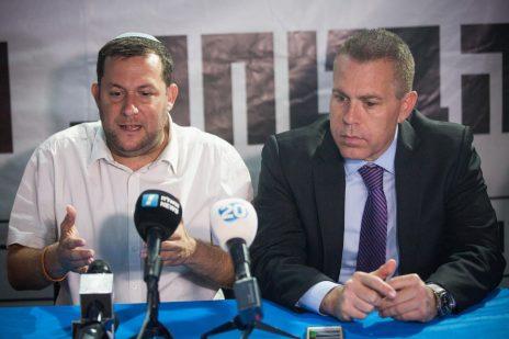 השר גלעד ארדן עם יוסי דגן, ראש המועצה האזורית שומרון. ירושלים, 2017 (צילום: יונתן זינדל)