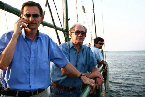 """ח""""כ דב חנין ואורי מרינוב על סירת גרינפיס, 2008 (צילום: חן ליאופולד)"""