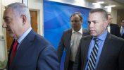 השר לבטחון הפנים ולנושאים אסטרטגיים, גלעד ארדן, מגיע לישיבת הממשלה השבועית יחד עם ראש הממשלה בנימין נתניהו. 1.10.17 (צילום: עמית שאבי)