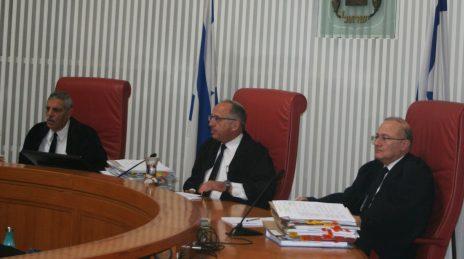 """מימין: השופטים אלרון, סולברג ושהם, דיון בבג""""ץ באלימות משטרתית נגד עיתונאים, 4.2.2018 (צילום: אורן פרסיקו)"""