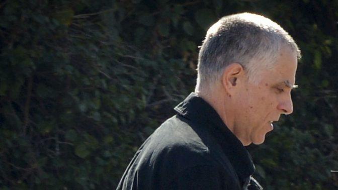 """מו""""ל """"ידיעות אחרונות"""" ארנון (נוני) מוזס יוצא מחקירה משטרתית ב""""תיק 2000"""" (צילום: בן דרורי)"""