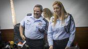 """המפכ""""ל רוני אלשיך במסיבת עיתונאים. ירושלים, 22.1.17. מאחור: הדס שטייף (צילום: יונתן זינדל)"""