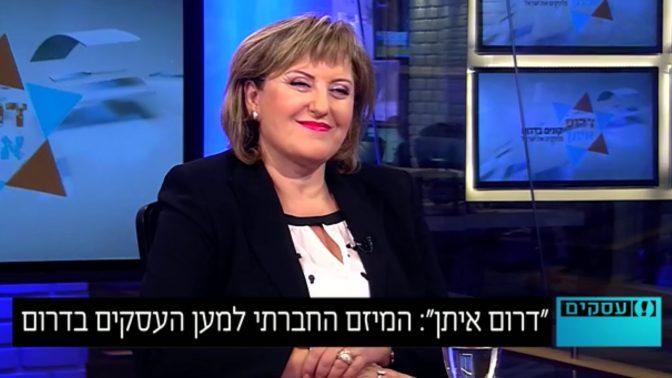 """פאינה קירשנבאום מתראיינת באולפן """"וואלה"""", אוגוסט 2014 (צילום מסך)"""