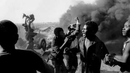 הפגנה נגד האפרטהייד, שנות ה-80 (צילום: פול וינברג, רישיון CC BY-SA 3.0)