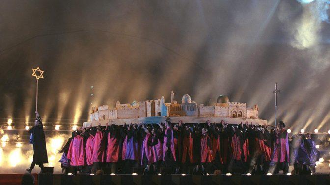 """""""פעמוני יובל"""", המופע המרכזי בחגיגות יום העצמאות ה-50 למדינת ישראל, 30.4.1998 (צילום: עמוס בן-גרשום, לע""""מ)"""