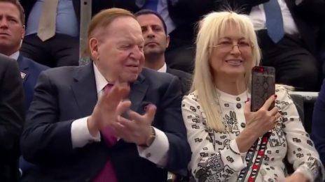 """מרים ושלדון אדלסון בטקס העברת שגרירות ארה""""ב לירושלים, 14.5.18 (צילום מסך)"""